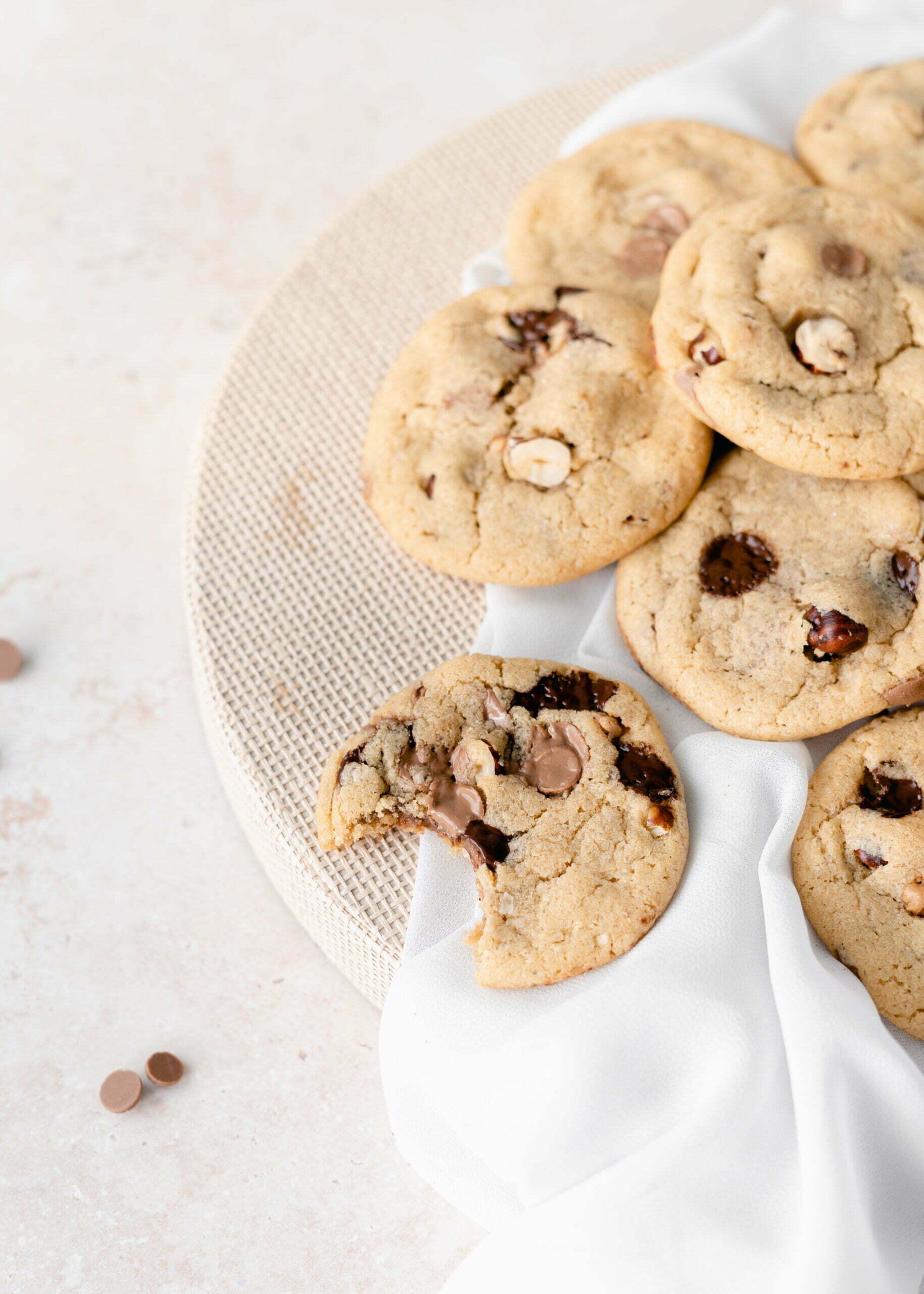 Hrustljavi piškoti s koščki čokolade in oreščki