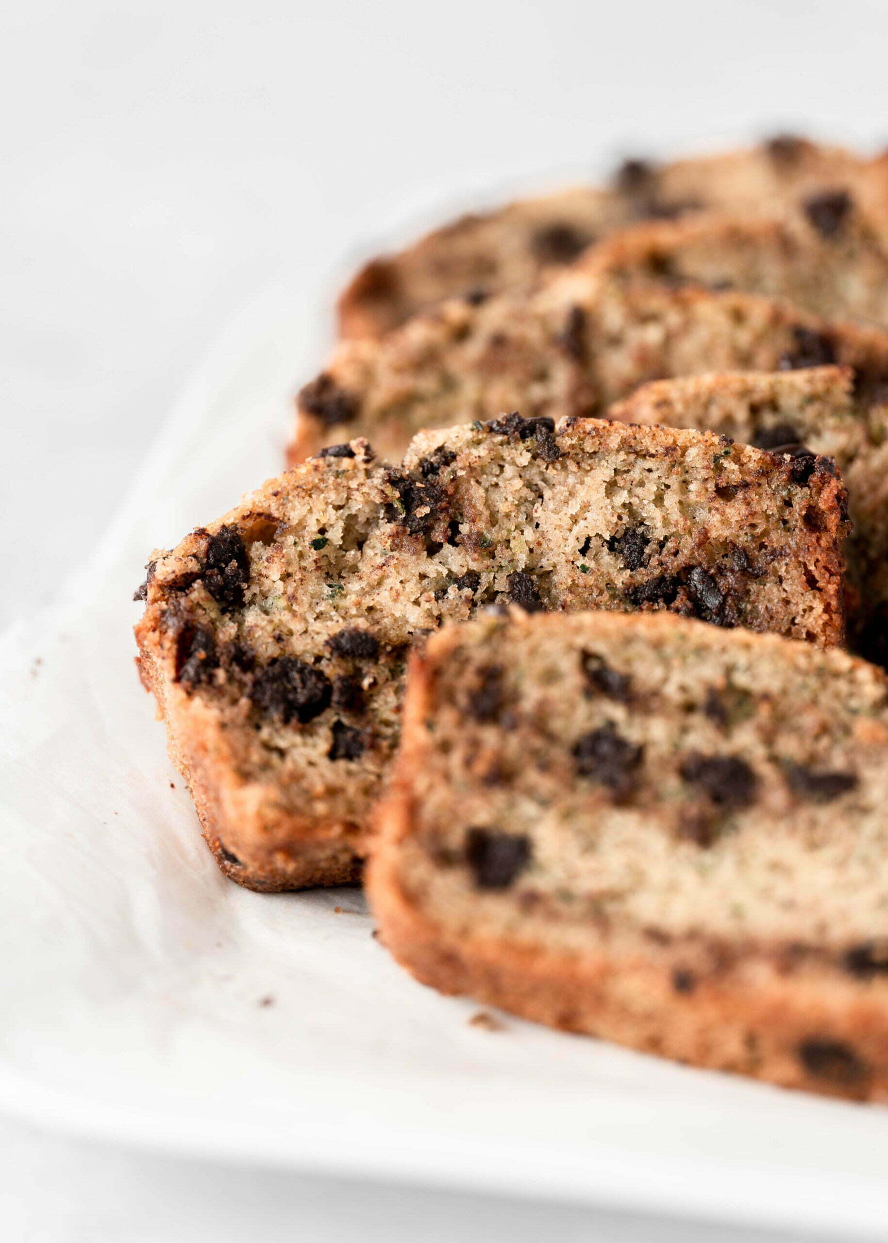 Brezglutenski kolač z bučko in koščki temne čokolade