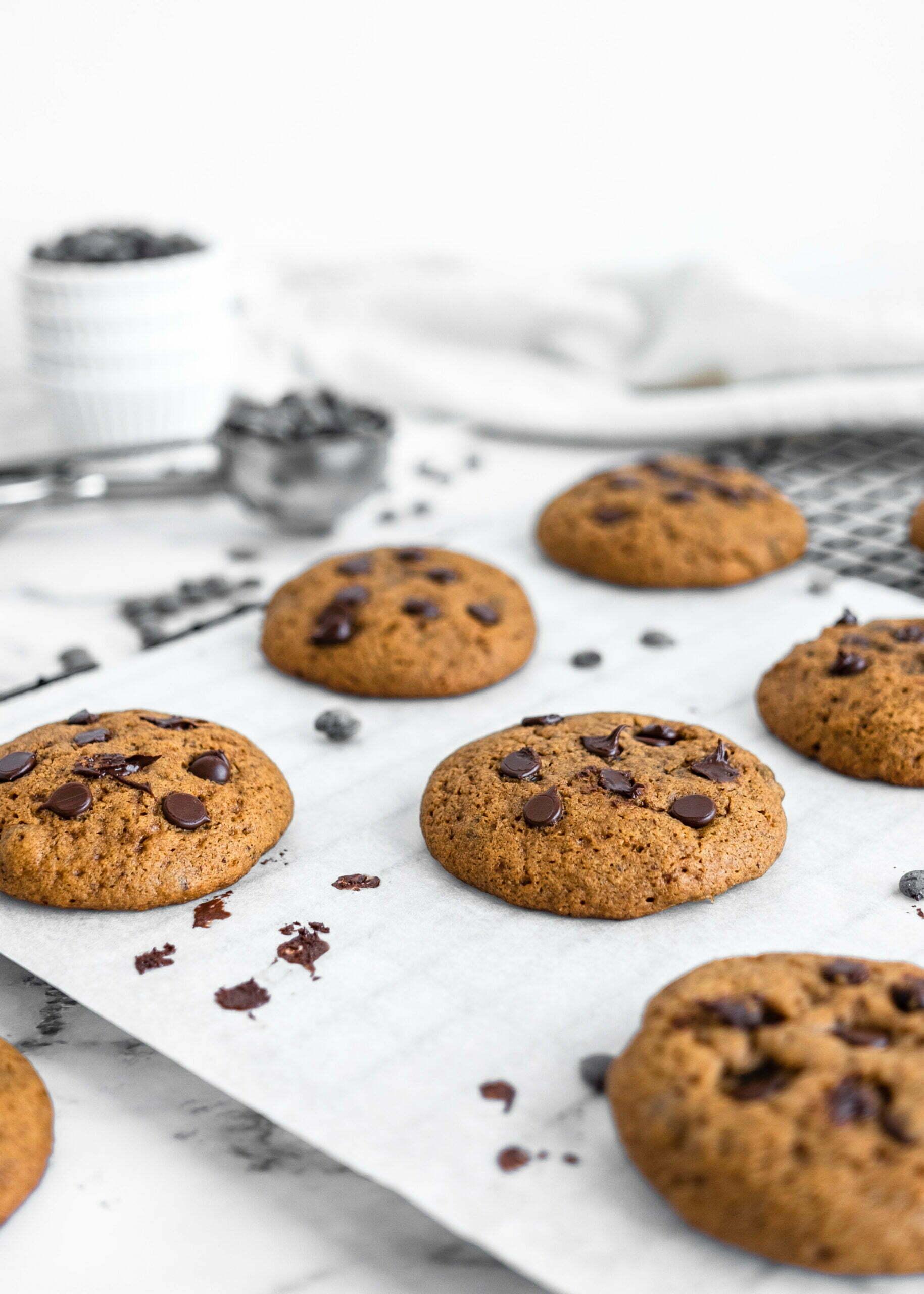 Piškoti s koščki temne čokolade brez dodanega sladkorja