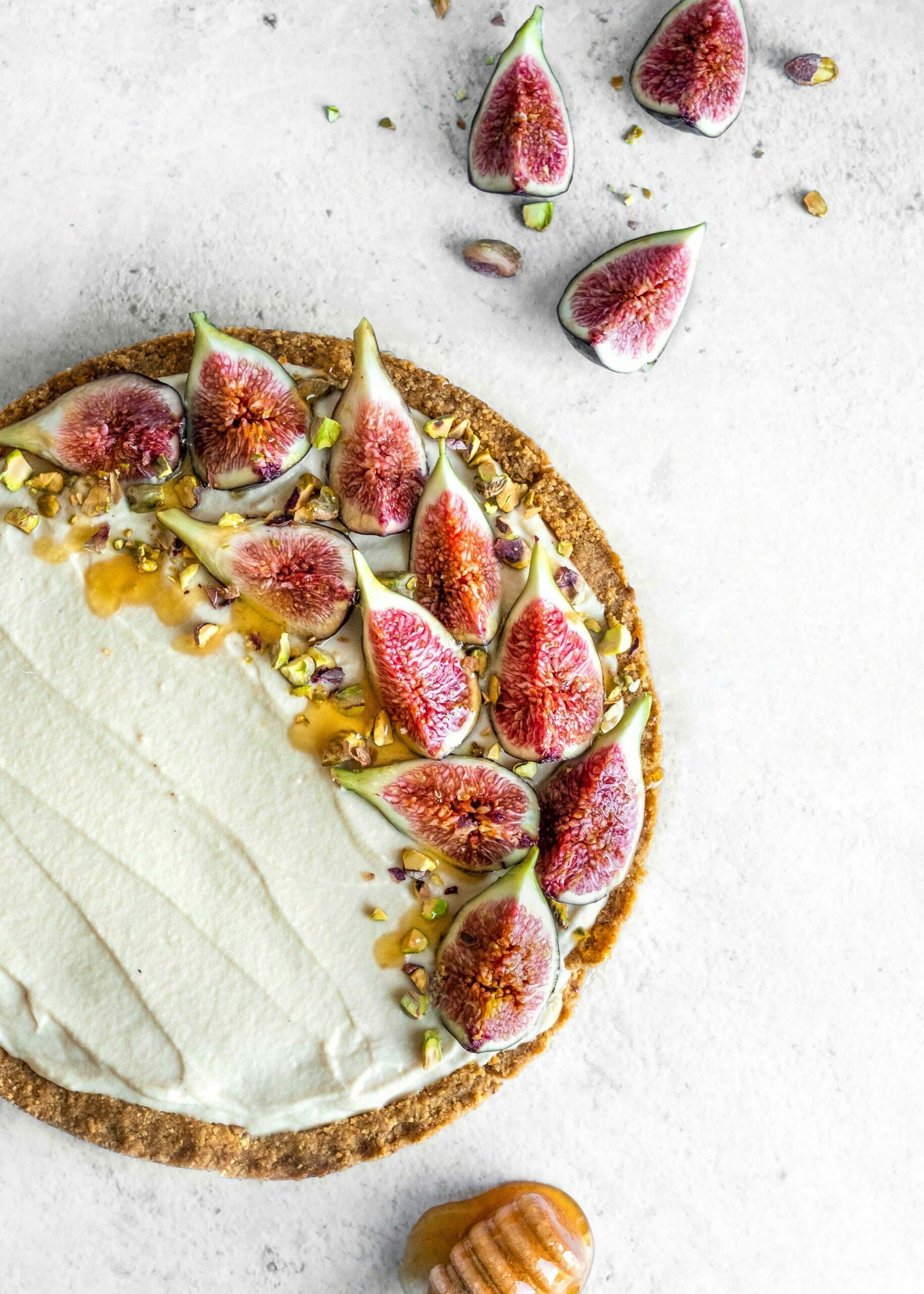 Mascarpone pita z medom, figami in pistacijami