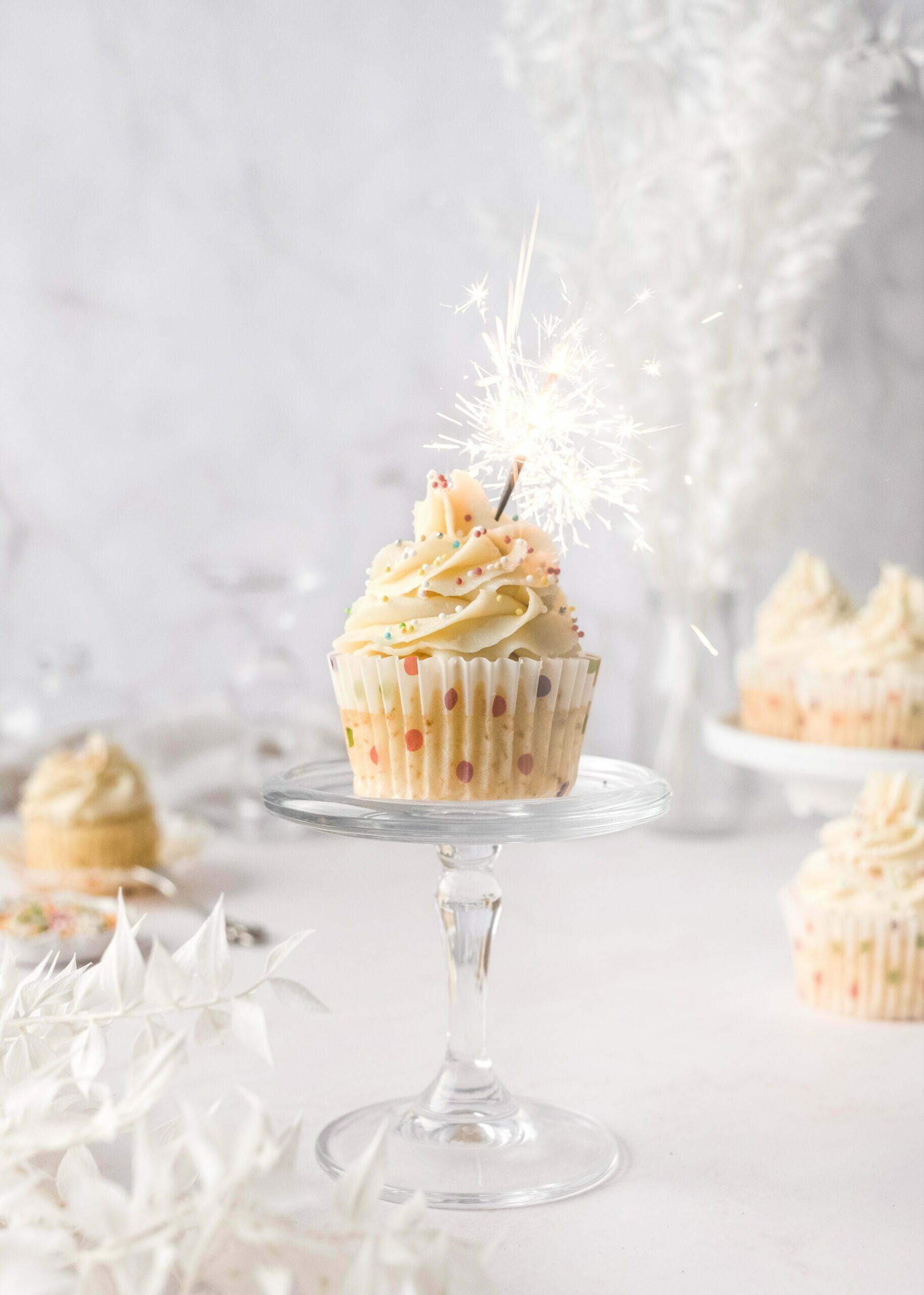 Vaniljevi Cupcakes z borovničevim chia nadevom