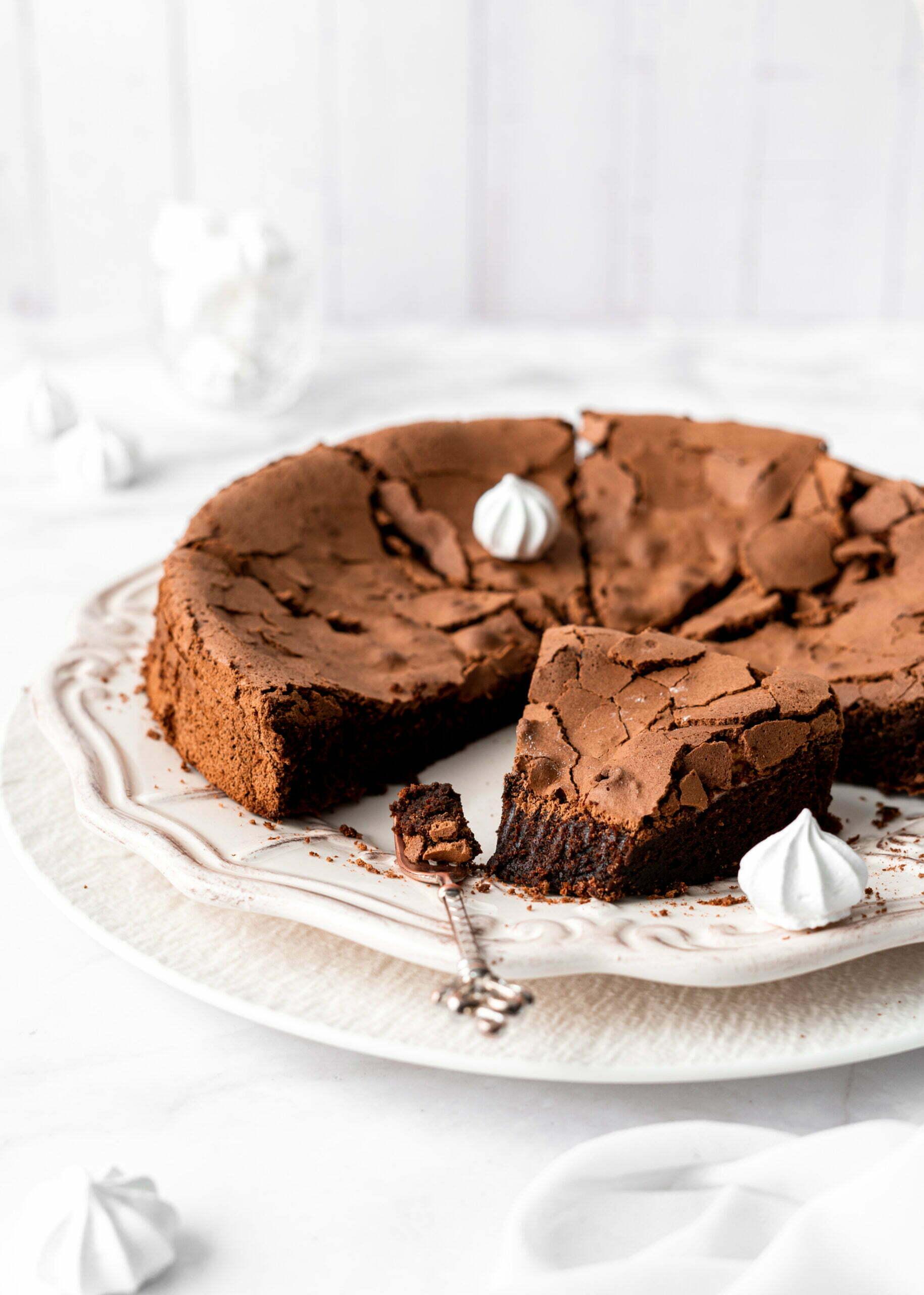 Čokoladna torta brez moke s hrustljavo skorjo