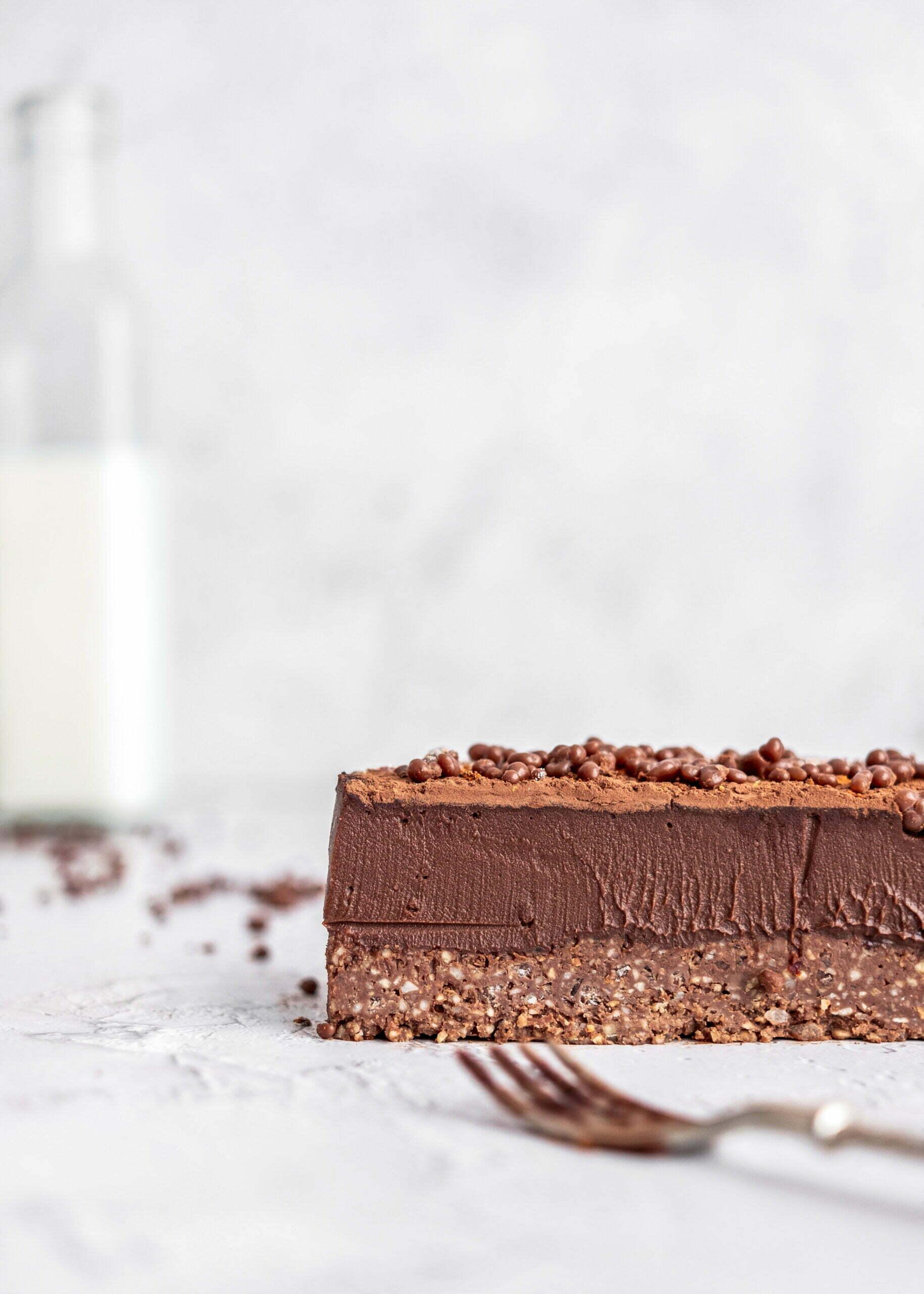 Čokoladni mousse s pokajočo čokolado in čilijem