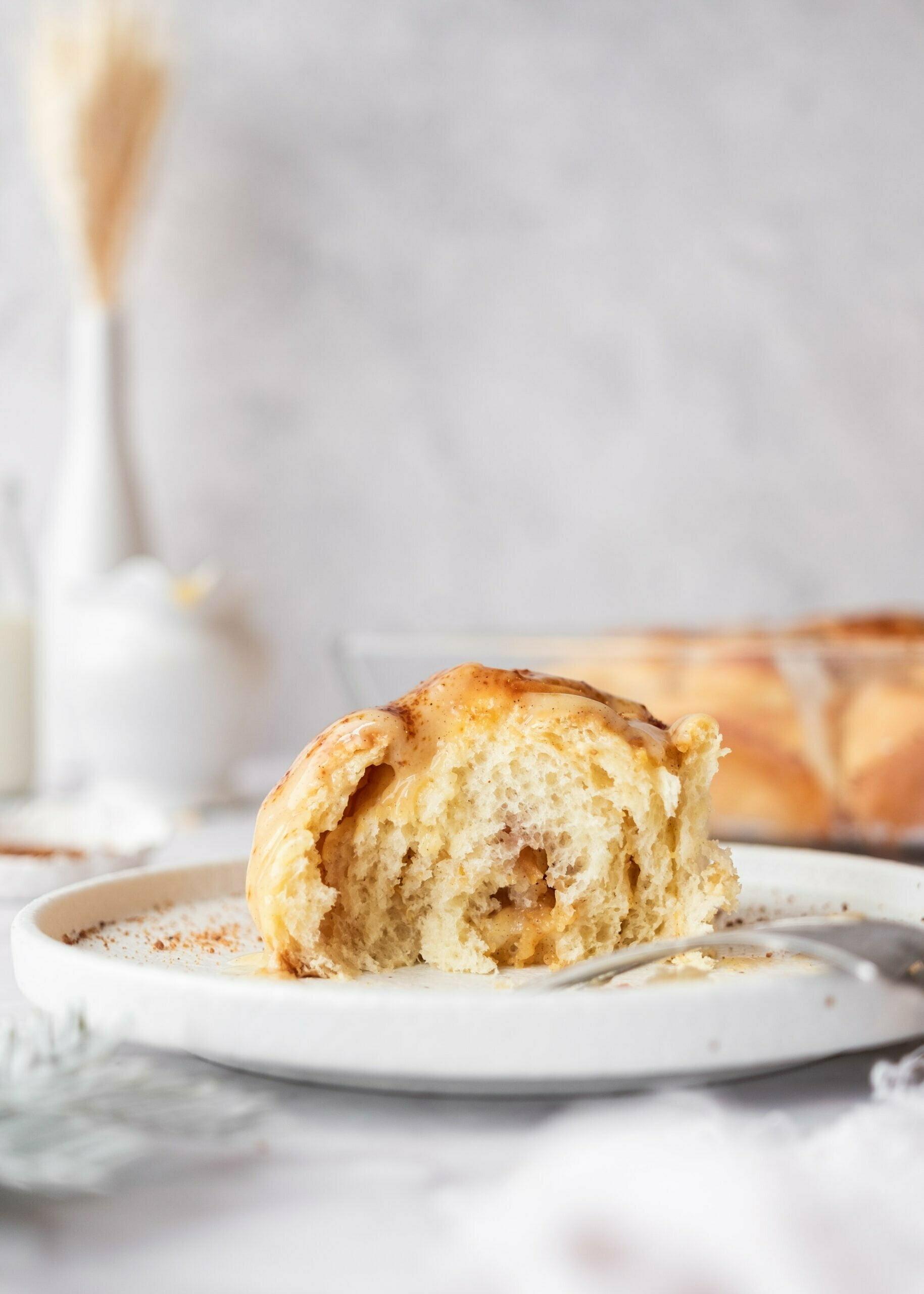 Puhaste cimetove rolice z vaniljevo jabolčnim nadevom