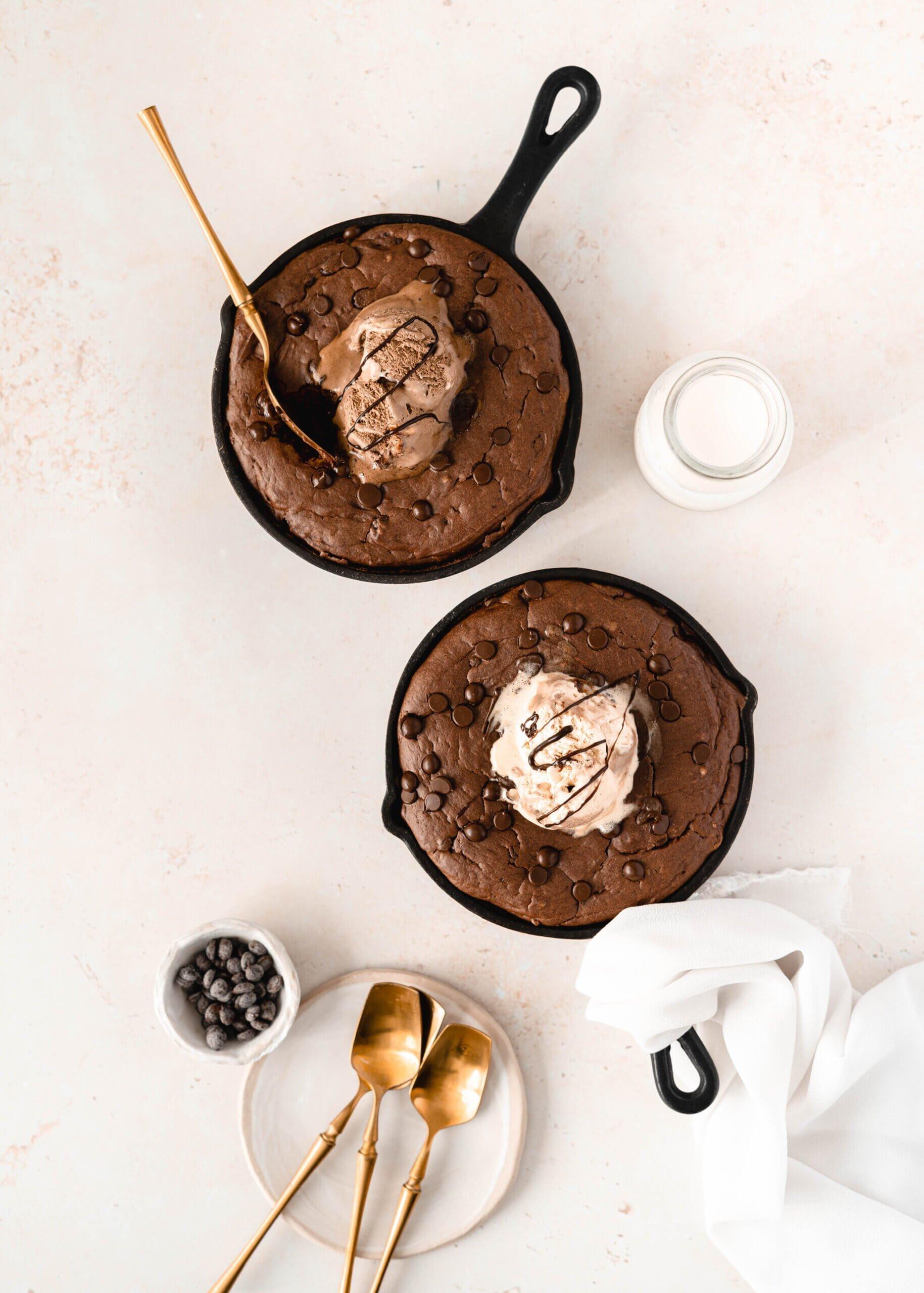 Ovseni Skillet Cookie (piškot iz ponve)