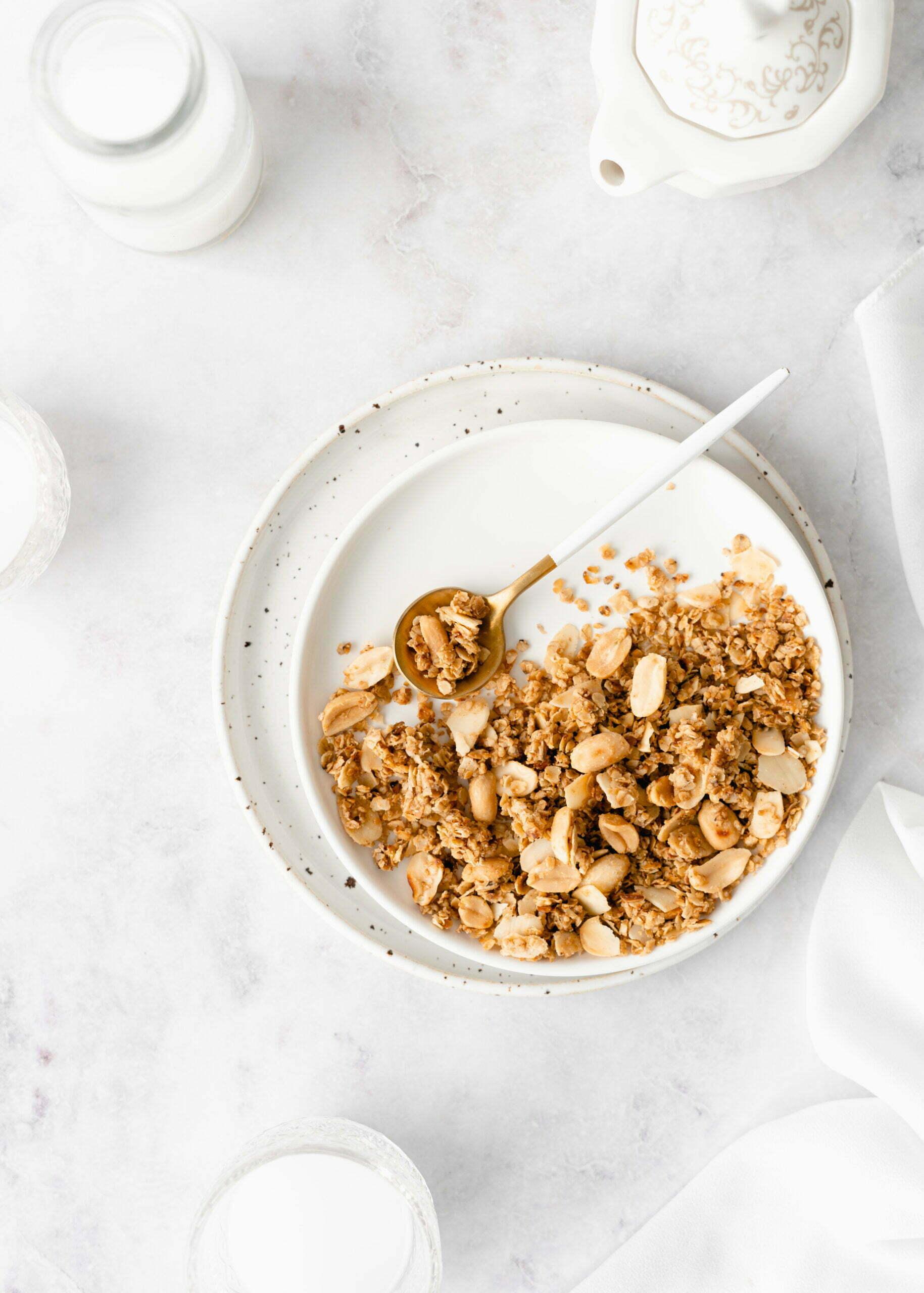 Hitra arašidova granola iz ponve